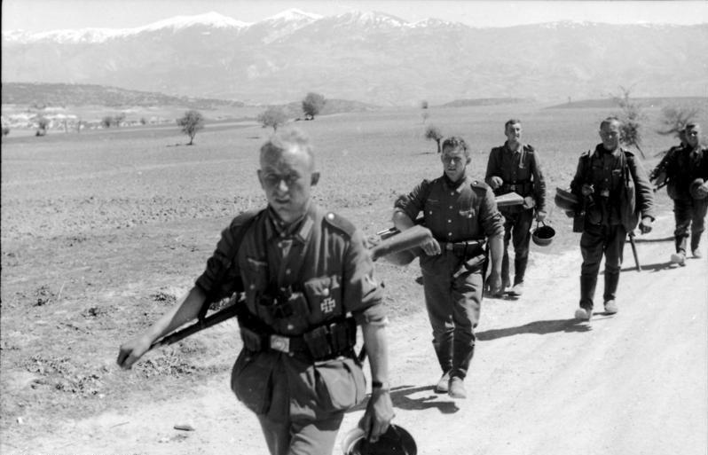 Bundesarchiv Bild 101I-163-0319-03A, Griechenland, deutsche Infanterie auf dem Marsch