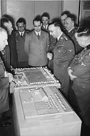 """Bundesarchiv Bild 146-1974-079-57, Berlin, Ausstellung """"Planung und Aufbau im Osten"""""""