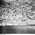 Bundesarchiv Bild 195-0683, Rheinbefliegung, Köln-Deutz.jpg