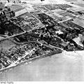 Bundesarchiv Bild 195-0872, Rheinbefliegung, Neuss-Gnadental.jpg
