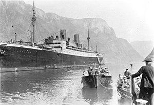 """SS General von Steuben - Image: Bundesarchiv N 1572 Bild 1925 109, Polarfahrt mit Dampfer """"München"""", Gutvangen"""