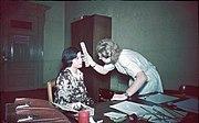 Bundesarchiv R 165 Bild-244-64, Bestimmung der Augenfarbe