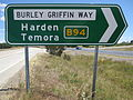 Burley griffin way sign intersection with hume highway B94 looking along hume highway towards melbourne.JPG