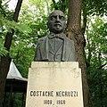 Bustul lui Costache Negruzzi din Parcul Copou, Iaşi.jpg