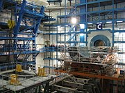 Подземный зал, в котором будет смонтирован детектор ATLAS. Фотография октября 2004 года, когда работы по постройке детектора только начались.