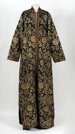 COLLECTIE TROPENMUSEUM Gekleurde vrouwenoverkleed van brokaat TMnr 3782-768.jpg