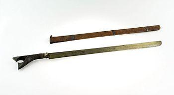 COLLECTIE TROPENMUSEUM Zwaard met hoornen greep en houten schede TMnr A-3740.jpg