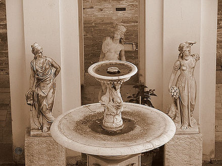 Fountain in the entry of the Cabildo Cabildo de Montevideo.jpg