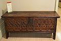 Caixa de fusta tallada amb decoració d'arcs conopials, Museu de Ceràmica de València.JPG