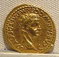 Caligola, aureo per auguisto divinizzato, 37 dc.JPG