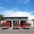Camions de pompier vue de face, caserne d'incendie des Capucins, Québec.jpg