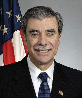 Carlos Gutierrez - Image: Carlos Gutierrez official portrait