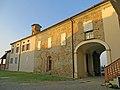Castello (Segalara, Sala Baganza) - lato nord della corte 2019-09-16.jpg