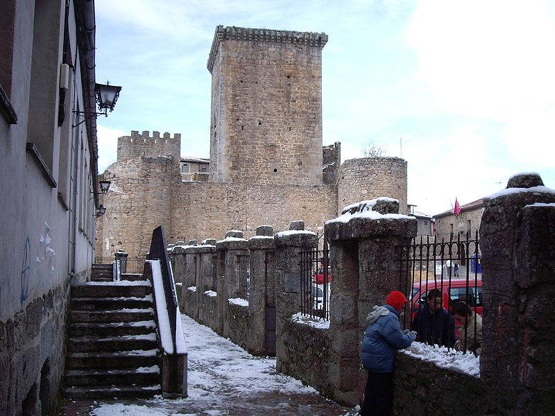 File:Castillo Miranda del Castañar eljabalirosa.JPG
