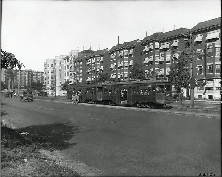 File:Center entrance cars at Griggs Street, August 1927.jpg