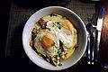 Chilaquiles con huevos estrellados.jpg