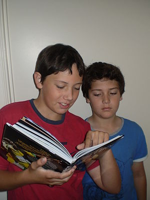 English: Photo of students' reading