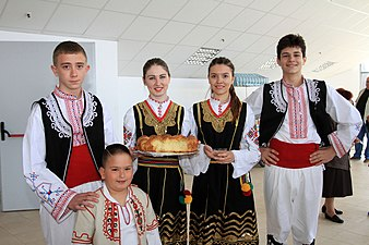 Children in Bulgarian national costumes.jpg