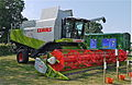Claas Lexion 580 Terra-Trac with V900 header.jpg