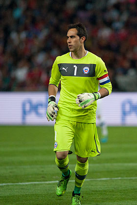 Claudio Bravo - Spain vs. Chile, 10th September 2013.jpg