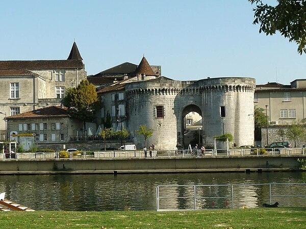 La porte Saint-Jacques et le château François Ier