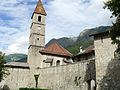 Colmars - Enceinte - Chevet et clocher de l'église Saint-Martin et porte des Glacis.JPG