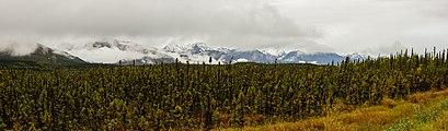 Cordillera de Alaska desde Tok, Alaska, Estados Unidos, 2017-08-29, DD 29-32 PAN.jpg