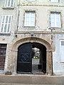 Coutances - 18 rue Quesnel-Moriniere, porte cochere.JPG