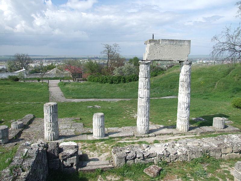 File:Crimea Kerch Pantikapey archeological site-10.jpg