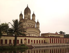 Dakshineswar Temple view from outside the temple gates (cropped).JPG