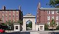 Das östliche Eingangstor der Brown University.jpg