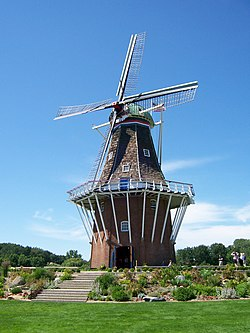 De Zwaan Windmill in Holland, Michigan.jpg