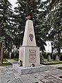 Denkmal auf dem sowjetischen Soldatenfriedhof in Laa an der Thaya, Österreich.jpg