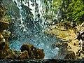 Dentro la cascata - panoramio.jpg