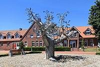 Dersum - Kolpingplatz + Bürgerbaum + Grundschule + Villa Kunterbunt 01 ies.jpg