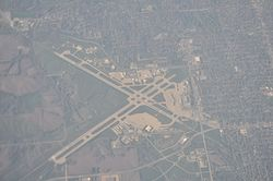 Des Moines International Airport (DSM) aerial 01.jpg