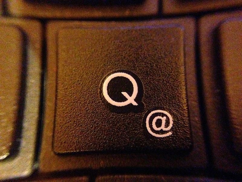 File:Detail of a keyboard Q - @.jpg