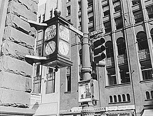 United Way Community Services Building - Image: Detroit Bank Clock 2