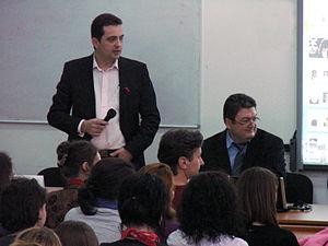 English: HIV debate Română: Dezbatere HIV