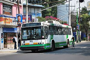 Trolleybuses in Mexico City - A trolleybus on Division del Norte Street in 2009