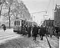 Drukte bij trams op Stationsplein te Amsterdam vanwege slechte weer, Bestanddeelnr 916-0580.jpg