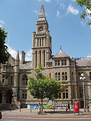 Ealing London Borough Council - Image: Ealing Town Hall, New Broadway geograph.org.uk 18244