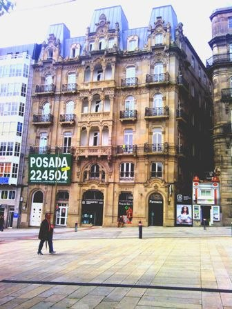 Vista da fachada dende a Praza da Princesa.