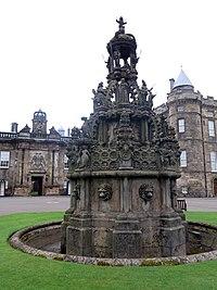 Edinburgh - Edinburgh,holyrood Palace, Palace Yard, Fountain - 20140427104135.jpg