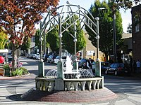 The Edmonds fountain, prior to its destruction in 2006.