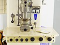 Elektronenmikroskop.UeM100.Tisch.Ernst.Ruska.TU-Berlin.jpg