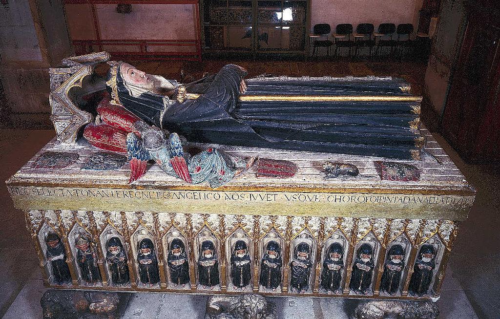 Elisabeths sarkofag av Master Pero (1330), i Santa Clara-a-Nova i Coîmbra