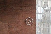 Empfangshalle Kölner Hauptbahnhof; Uhr und Kölner Dom.jpg