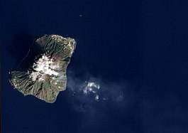 Eruption of Stromboli Volcano, Italy (5372526369).jpg
