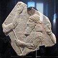 Età neoassira, ufficiale assiro con prigioniero legato, da pal. n di assurbanipal a ninive, 648-31 ac ca..JPG